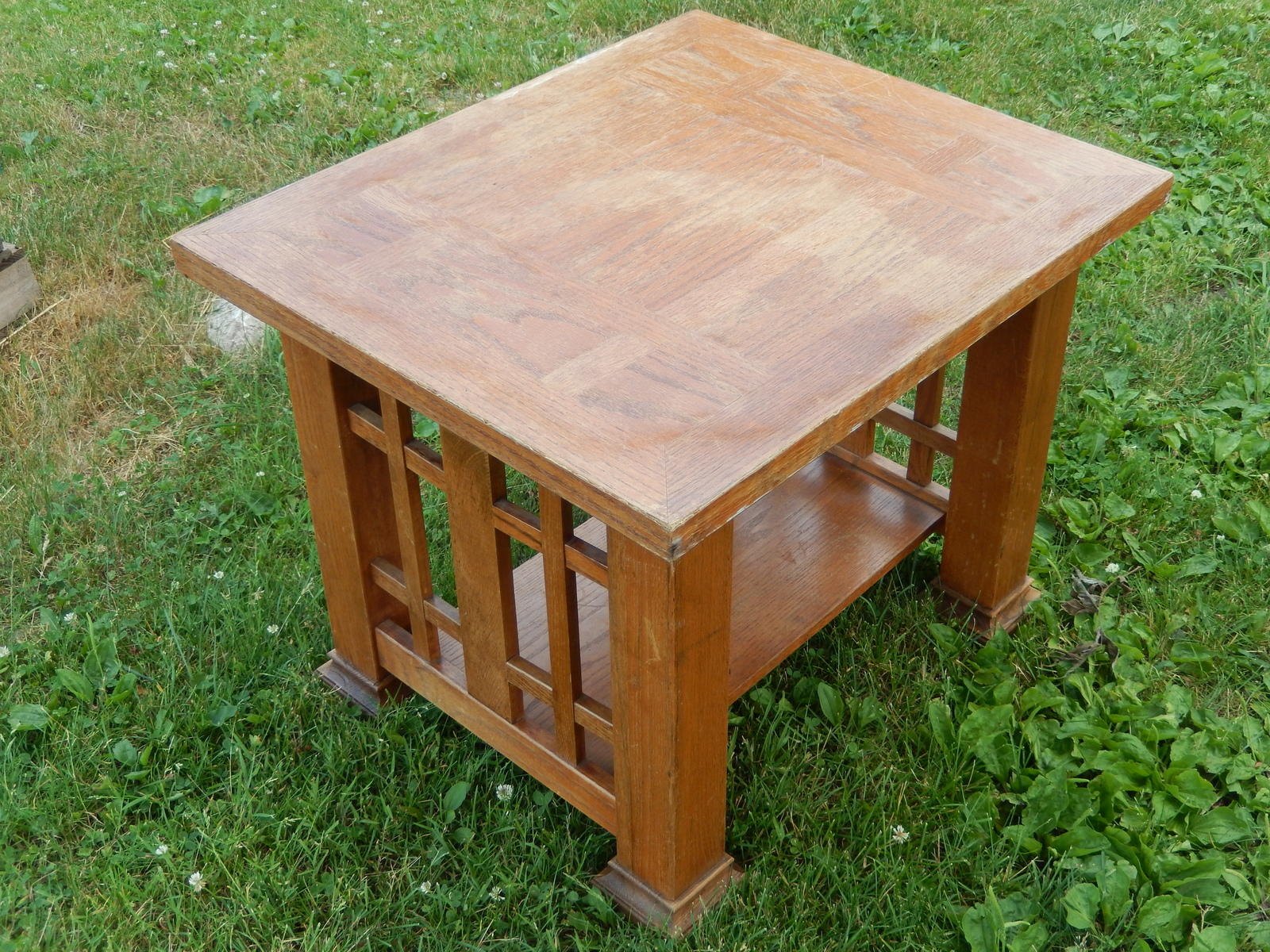 Oak end table  1