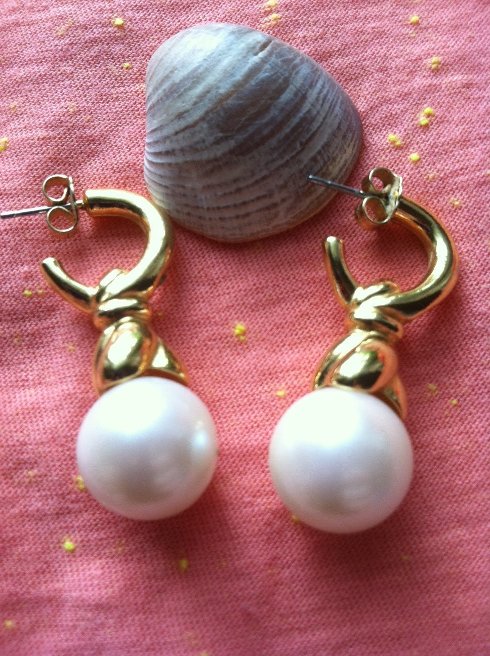Vintage White Pearl and Gold Tone Swirl Earrings, Pearl Earrings, Swirl Earrings