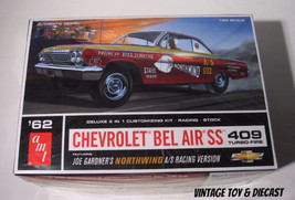 ~ AMT 1962 Chevrolet 409 - 1:25 model kit  2 in... - $19.95