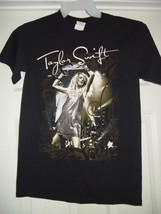 Taylor Swift  T-Shirt Gildan Ultra Cotton Size Small - $37.00