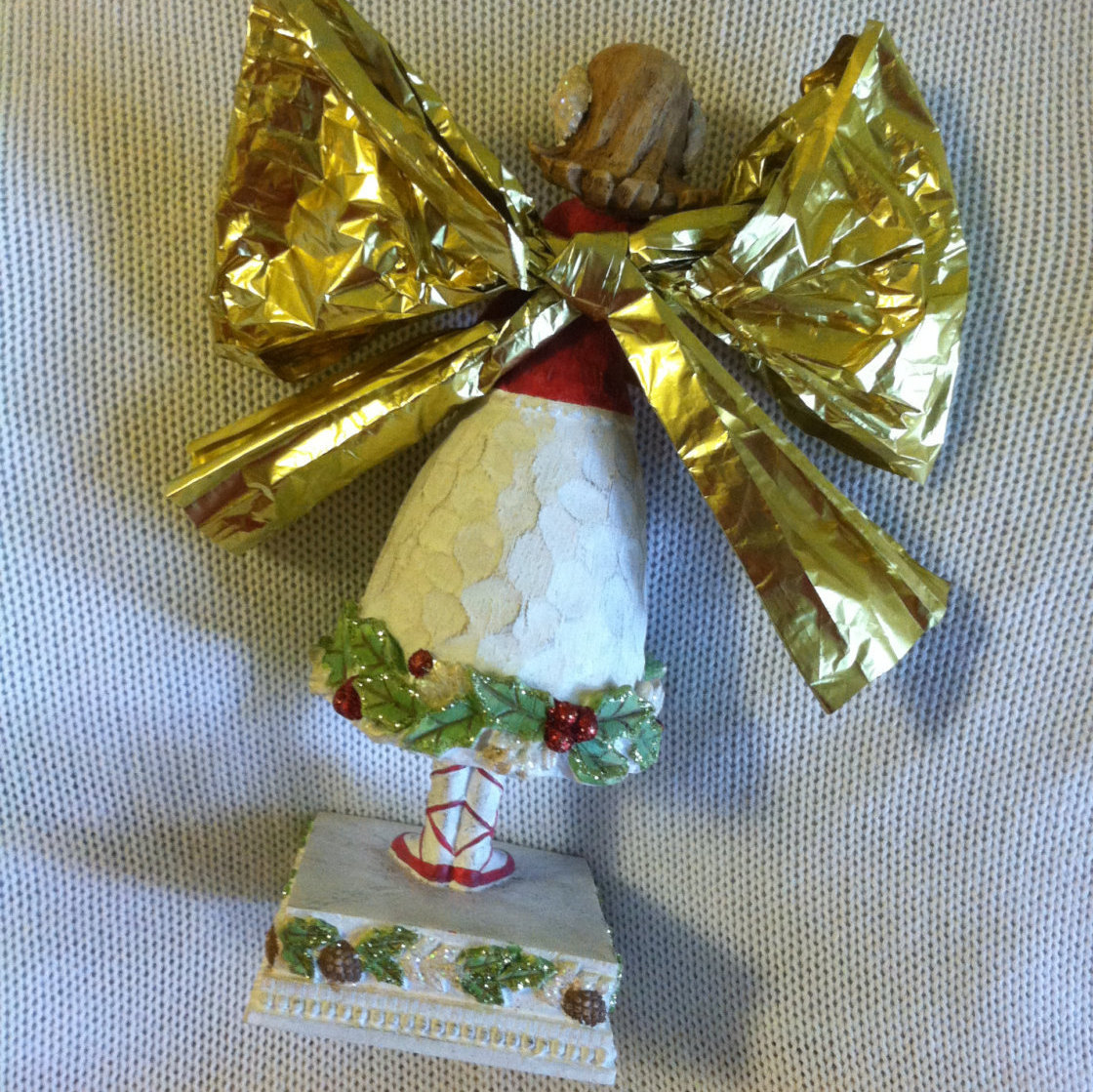 Angel Statue Vintage Resin Angel Figurine Holding Baby Snowman Red White Green C