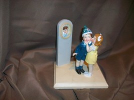 SATURDAY EVENING POST CHILDREN KISSING FRANCIS TIPTON HUNTER FIGURINE LI... - $14.84
