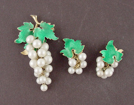 Vintage Faux Pearls Grape Cluster Pin and Matching Clip Earrings(Inventory JJ010 - $20.00