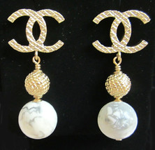 Authentic Chanel CC Earrings Marbleized Pearl Drop Gold New