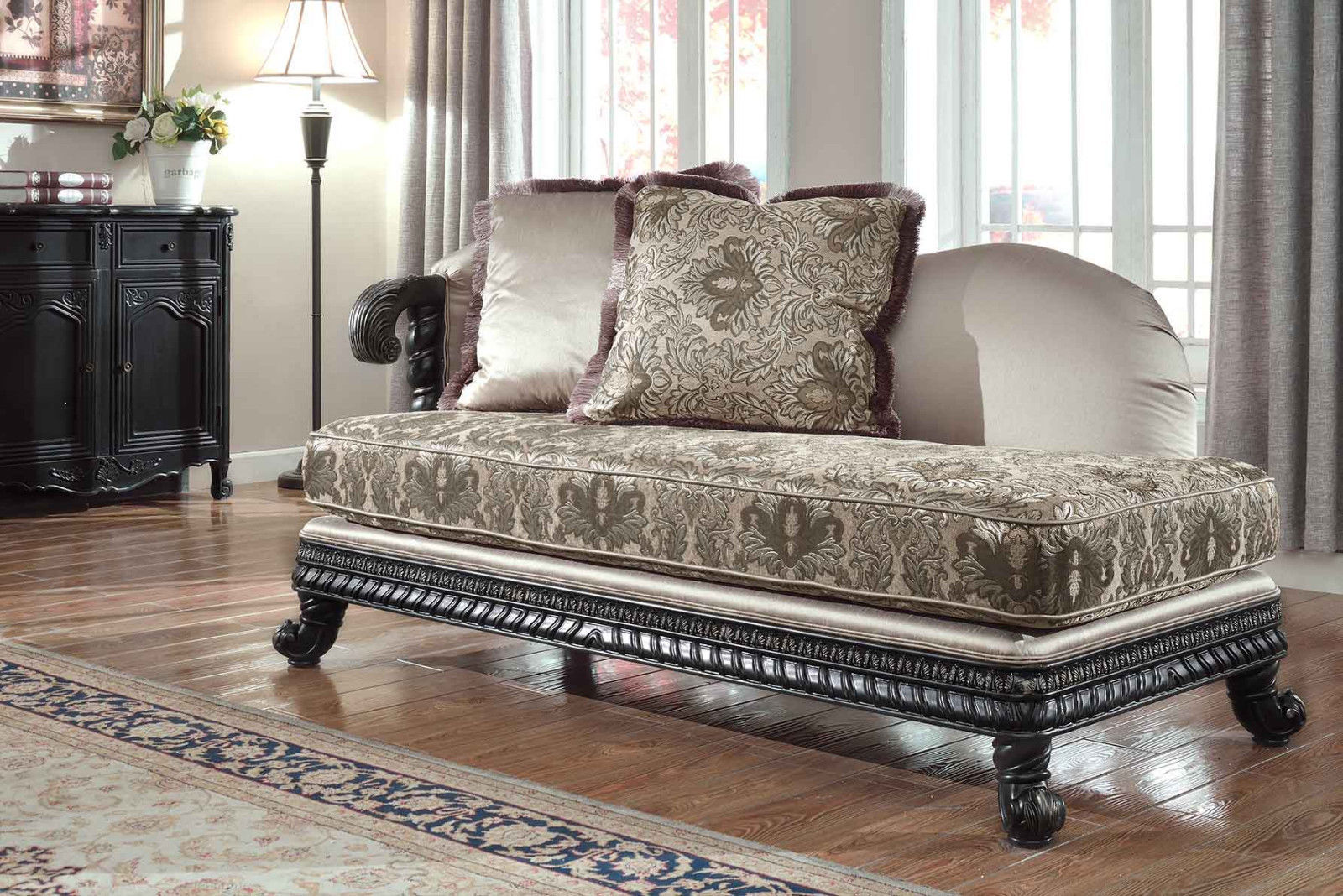 Meridian 618 Living Room Chaise Hand Crafted Beige Traditional Style