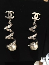 2016 Chanel CC Earrings Pearl Crystal Twist Dangle Runway New Authentic