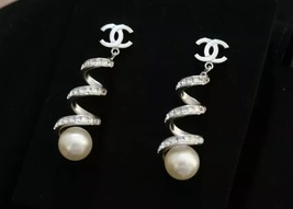 2016 Chanel CC Earrings Pearl Crystal Twist Dangle Runway New Authentic image 2