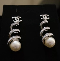 2016 Chanel CC Earrings Pearl Crystal Twist Dangle Runway New Authentic image 4
