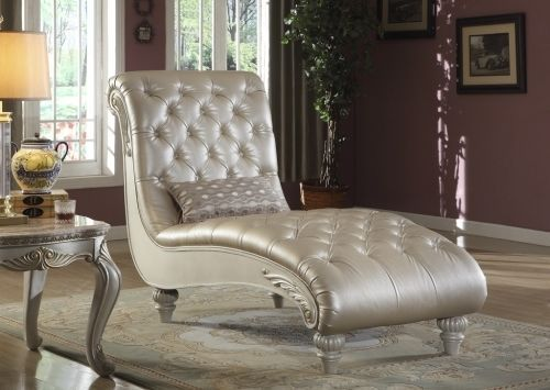 Meridian 652 Bonded Leather Living Room Chaise Tufted Pearl Traditional Style