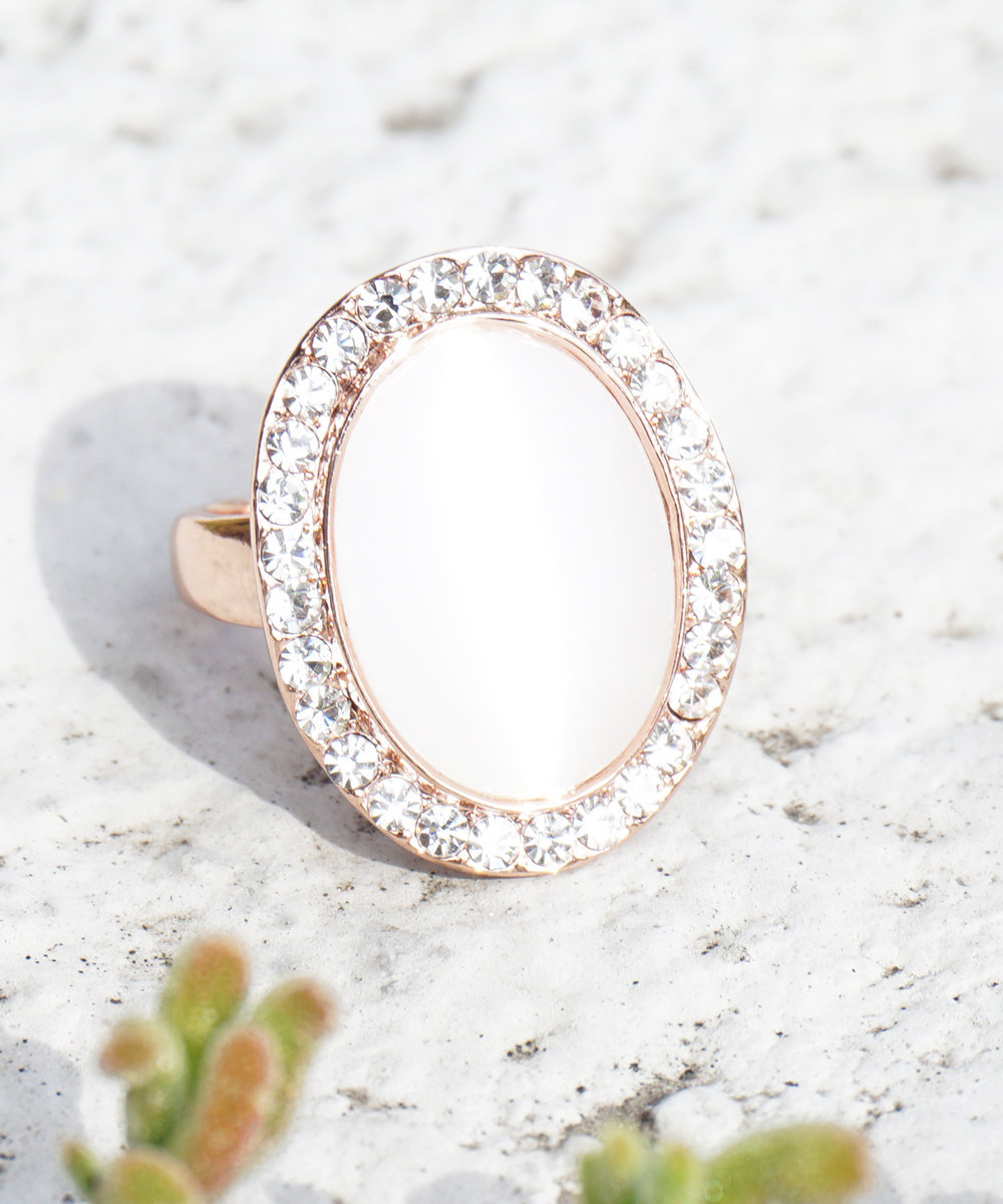 Rose Gold Plated Single Pearl with Swarovski Element Crystal Border Fashion Ring