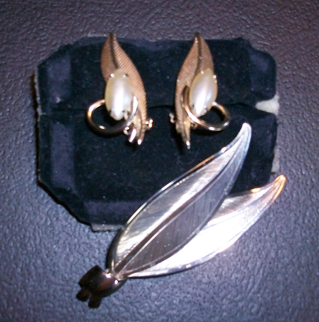 Vintage Gold-tone Leaf Pin/Brooch  and Clip-on Earrings with Pearlized Jewels