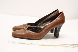 Brown Aerosole heels with small bow, size 9 - $12.86