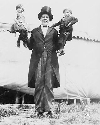 Giant Man Holding Midgets Sideshow 1920s 8x10 Reprint Of Old Photo