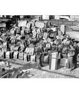 Slot & Pinball Machine Graveland Vintage 8x10 Reprint Of Old Photo - $20.10