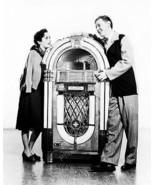Wurlitzer 1015 Jukebox With Elizabeth Taylor Vintage 8x10 Reprint Of Old... - $20.20