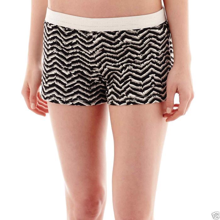 e58f2137688 Soffe Low-Rise Animal Chevron Print Shorts Juniors Size XS New With Tags -  $7.99