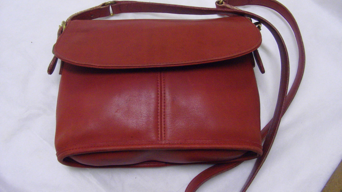 Coach Medium Red Leather Cross Body Over The Shoulder Bag Near to Vintage Purse