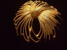 Vintage Monet Brooch Pin Large Textured Gold Tone Plated Swirl Fireburst... - $9.26