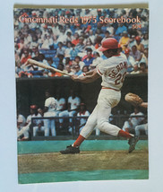 Cincinnati Reds Baseball Scorebook 1975 Magazine • Cesar Geronimo Cover - $9.85