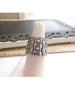 Modernist Wide Silver Tone Metal Chain Design Stretch Ring Size 7.5 UU18 - $8.90