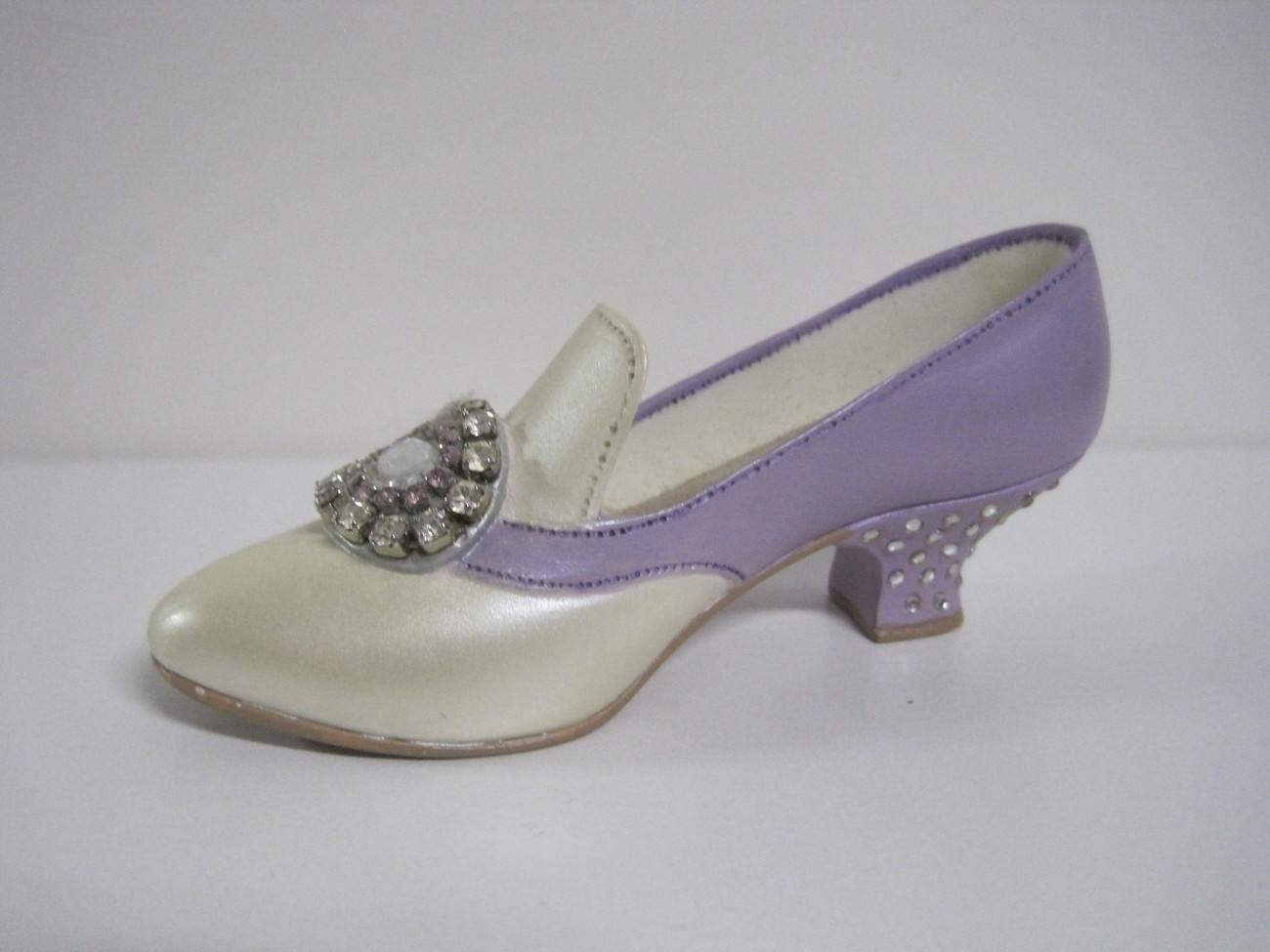 Raine & Willitts Just the Right Shoe 1998 Jeweled Heel Pump with Box
