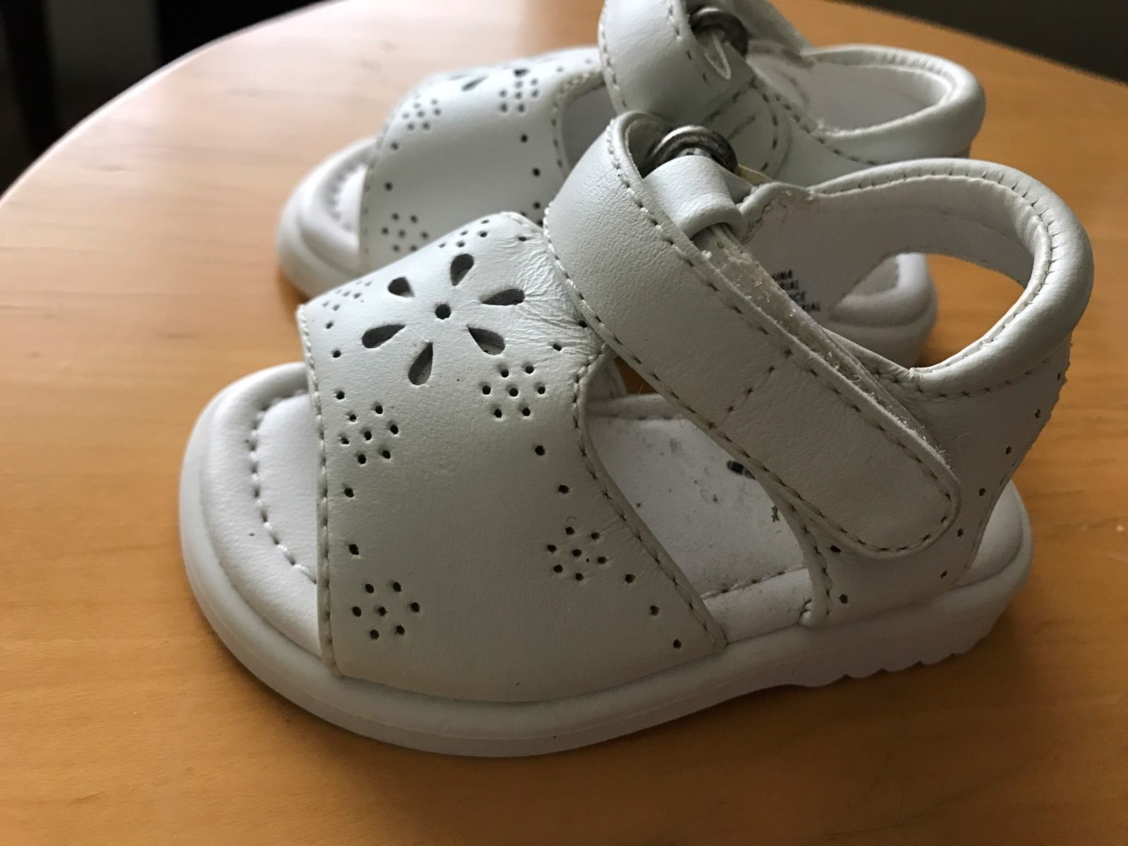 BABY Girl White LEATHER SANDALS T-STRAP Hook&Loop Strap 1 3-6 mo NEW GYMBOREE
