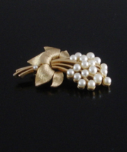 Vintage Crown Trifari© Flower Brooch w Dynamic Moving Faux Pearl Spray, ... - $75.00