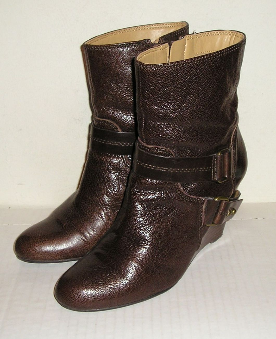 NINE WEST ONTHEGCO Women's Brown Leather Wedge Buckle Fashion Boots Shoes 8 M