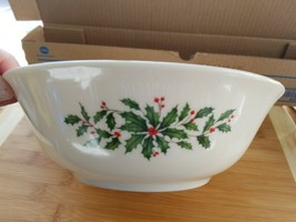 """LENOX 9-3/8"""" Serving Bowl HOLIDAY Collection Holly & Berries - $42.06"""