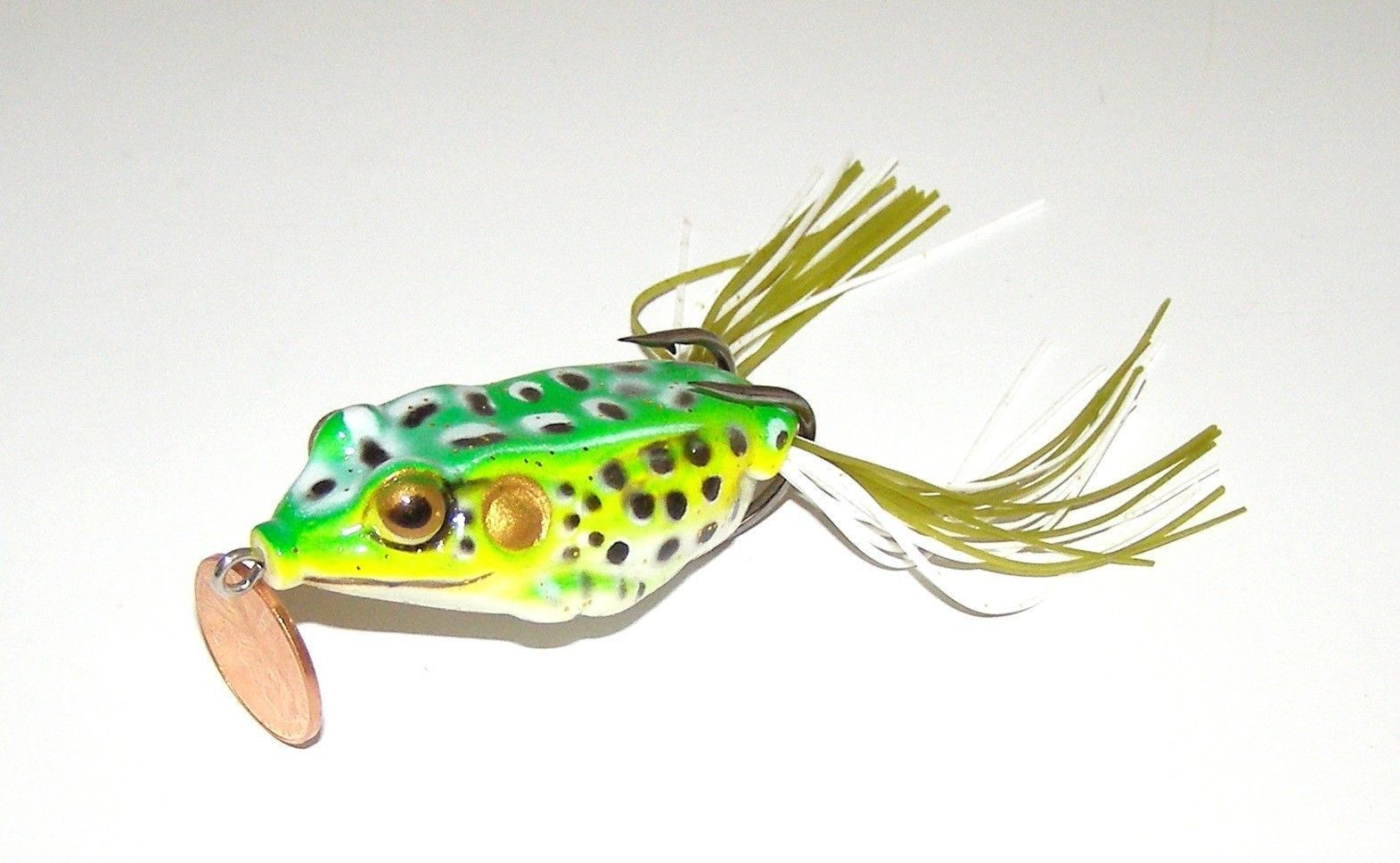 Soft topwater light green life like frog fishing lure bait for Frog fishing lures