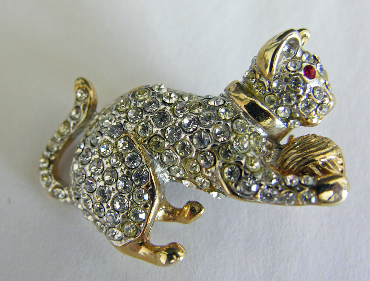 Rhinestone_cat_brooch_4