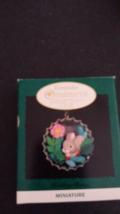 QXC4191 Bottlecap Holiday Bunny 1996 Hallmark Miniature Keepsake Club Exclusive  - $2.88