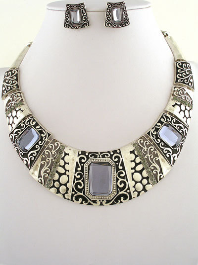 50.00   237867  antique silver metal design necklace and earrings set  17l  crystals  acrylic gem  lobster claw closure  lead   nickel safe