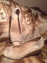 "Franco Sarto Women's ""Grape"" Ivory PEEP-TOE Wedge Cutout Pumps 9.5 M Mrsp $88 - $29.69"
