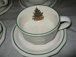 Pfaltzgraff Christmas Heritage (4) Cups & (4) Saucers - $7.99