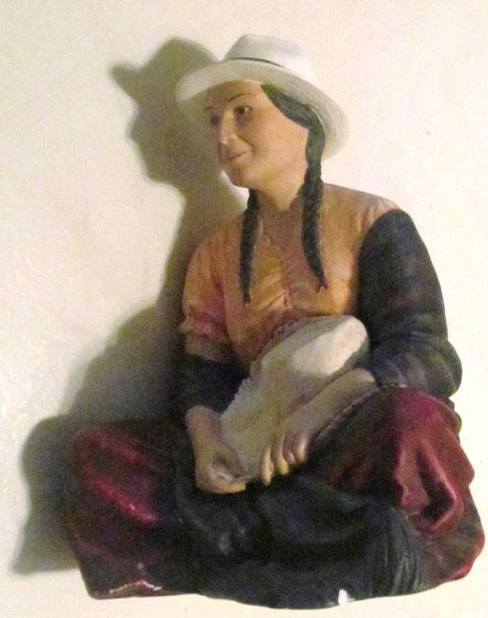 "Native American Indian ""Woman Sitting"" Handpainted Art Pottery, Sculpture Figuri"