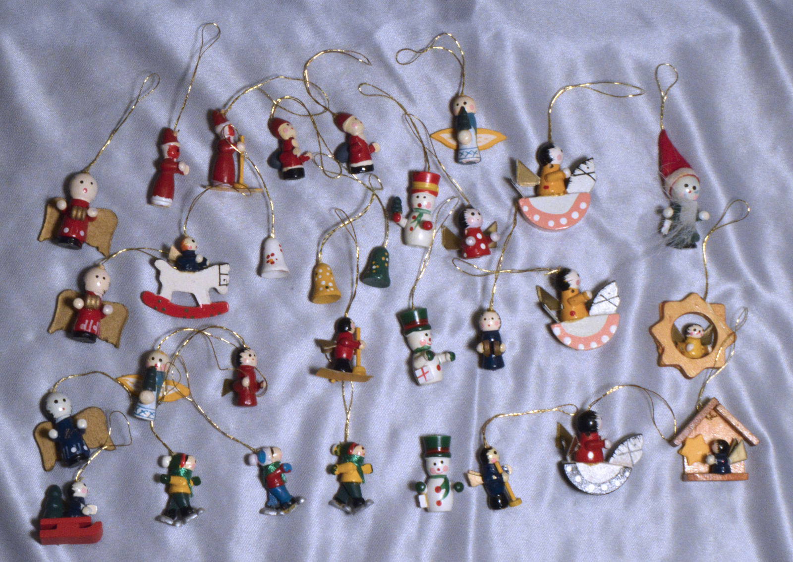 #1999 Wooden Miniature Ornaments 31 pieces
