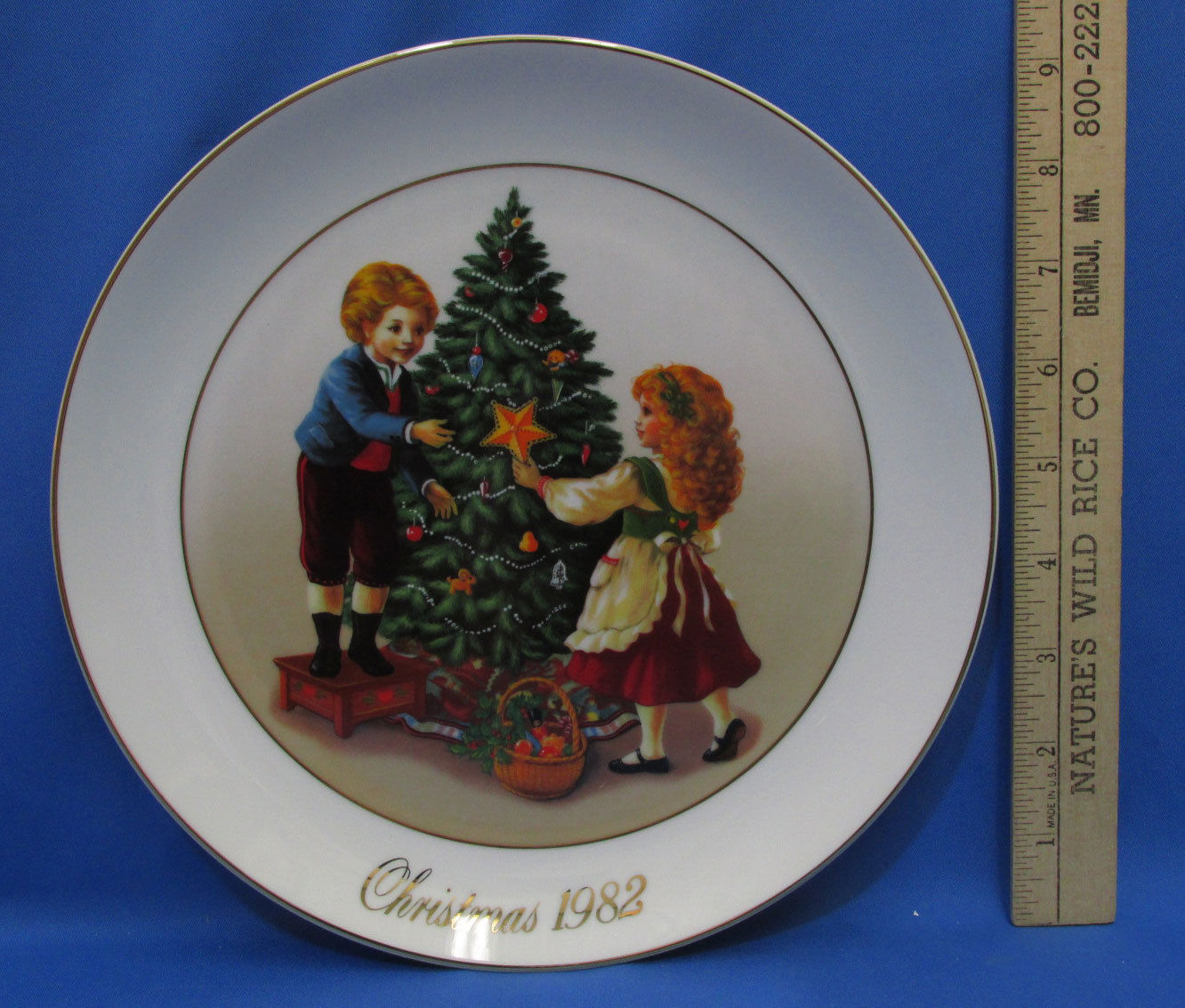 Vintage 1982 Collectors Plate Avon Christmas Memories Keeping The Tradition 22K