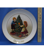 Vintage 1982 Collectors Plate Avon Christmas Memories Keeping The Tradit... - $6.92