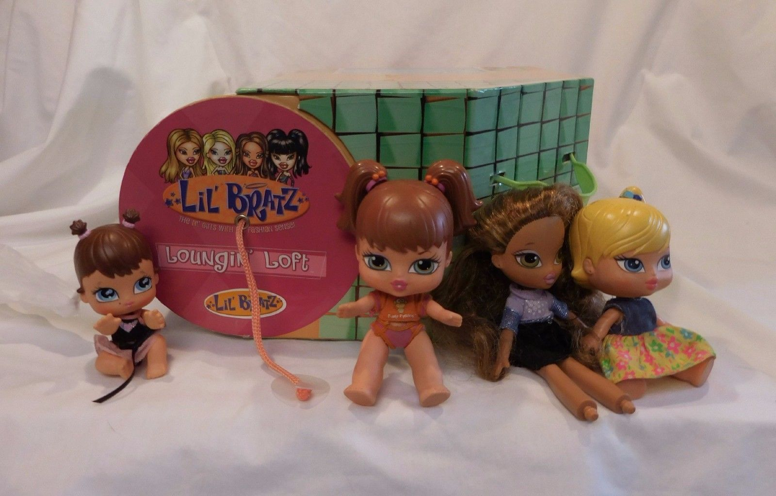 Primary image for 2002 Lil' Bratz Loungin' Loft Carrying Case for Dolls With Dolls by MGA