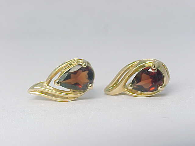 14K Yellow Gold Vermeil on Sterling Silver Genuine RED GARNET Vintage EARRINGS