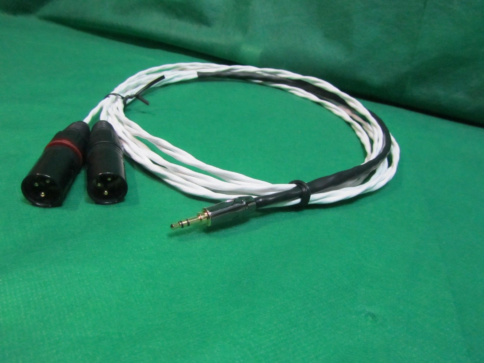 """2 Ft Belden Quality 3.5mm 1//8/"""" Stereo 3-Pole TRS Male to Female Cord Cable."""