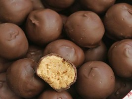 CHRISTMAS CHOCOLATE BALLS IN NET - 3 Unit(s)----Each  Units Is 1 X(150GR) - $13.32
