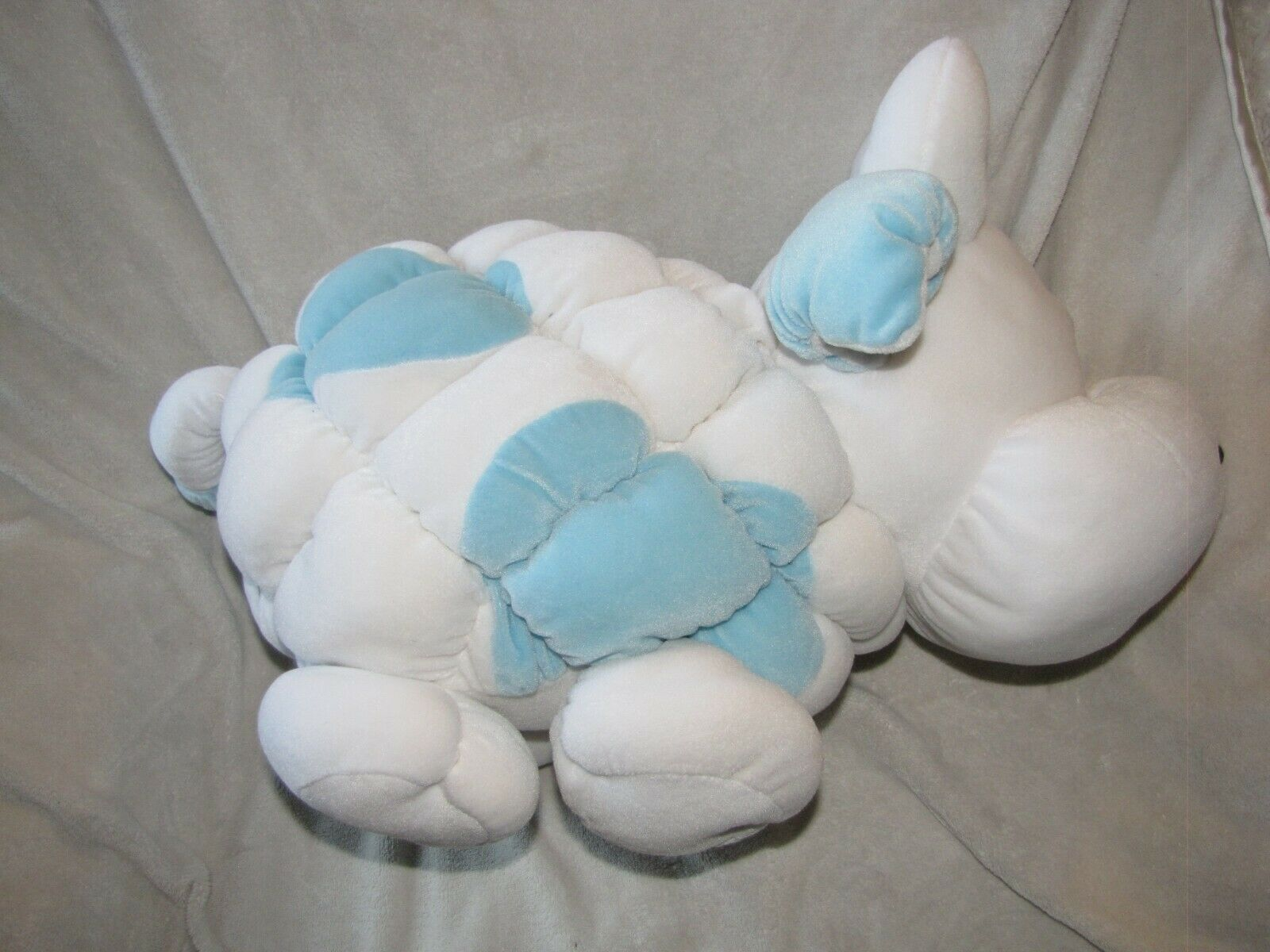 Commonwealth Puff Puffy Stuffed Plush Velour Quilted White Blue Cow Bull Big