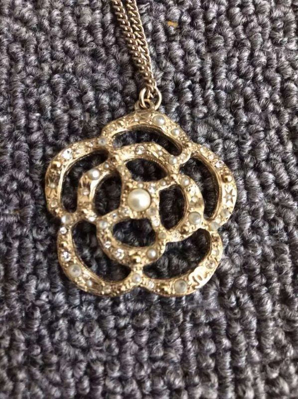AUTHENTIC CHANEL Gold Crystal Faux Pearl Large Camellia Flower Pendant Necklace