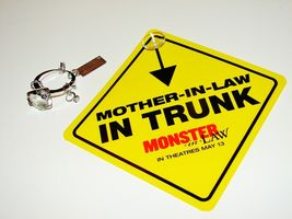 2005 MONSTER-IN-LAW Movie Promotional KEYRING & CAR SIGN Mother In Law I... - $8.99