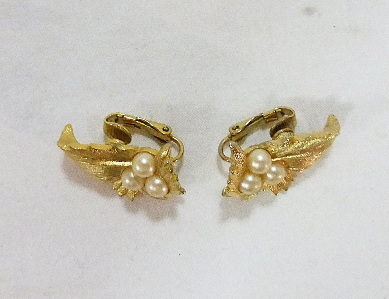 28bde526d5938a Vintage sarah coventry earrings leaf and faux pearls clip back gold tone