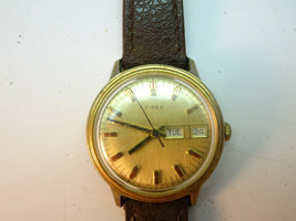 Vintage 1974 Day Date Timex Windup Gold Plated Watch Runs With Band - $125.00