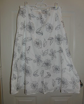 JM Collection White & Black Floral Cotton Skirt Size 10 *EUC - $8.99