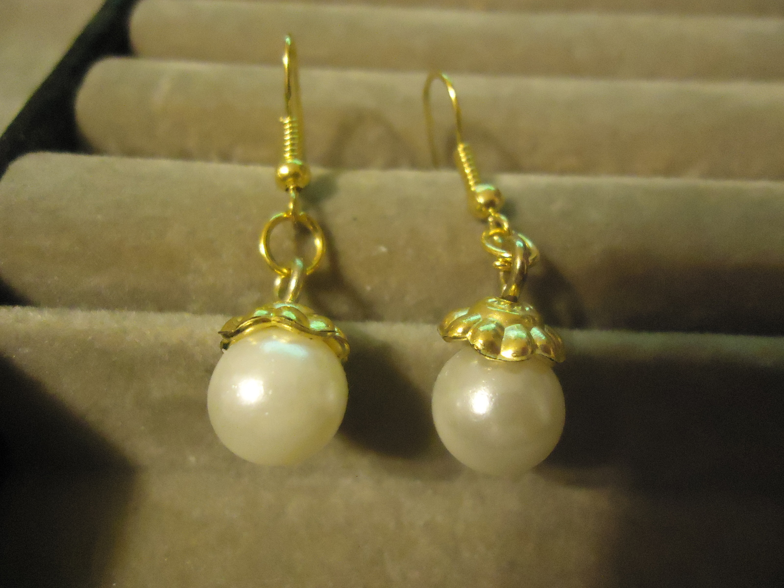 Primary image for FAUX PEARL GP DANGLE EARRINGS    C/S & H AVAILABLE